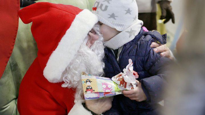 Le Père Noël s'est posé à St Junien aux commandes de son avion