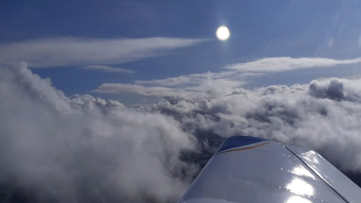 Ludivine et Damien font un vol local avec le DR400